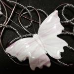 papillon Blanc et rose le detail