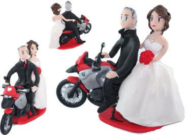 la figurine personnalisée de Ariane et Philippe avec leur moto